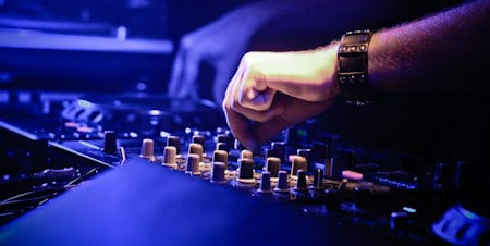 DJ EQ mixing tips: Transform your sets and impress the crowd!