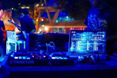 Serato DJ VS Traktor Pro 2 – which DJ software is best?