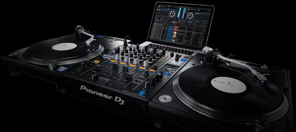 beginners guide to dj equipment and gear choices. Black Bedroom Furniture Sets. Home Design Ideas
