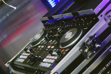 top 10 dj controllers for beginners the best units for all budgets. Black Bedroom Furniture Sets. Home Design Ideas